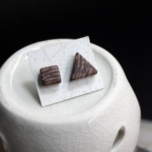 Фото Деревянные серьги гвоздики квадрат и треугольник ручной работы