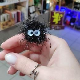 Фото Чернушка паучок маленькая игрушка