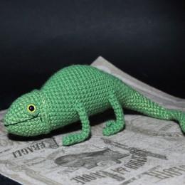 Фото Хамелеон игрушка вязаная