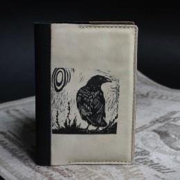 Фото Обложка на паспорт Любопытный ворон