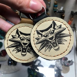 Фото Брелок на ключи Ведьмак. Школа волка
