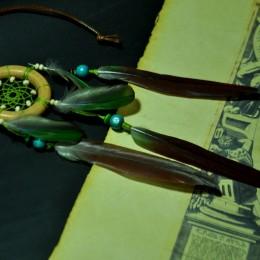 Фото Маленький ловец снов с зелёно-коричневыми перьями