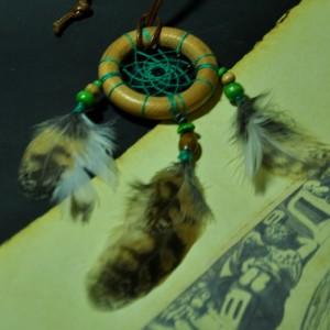 Фото Маленький ловец снов с перьями совы