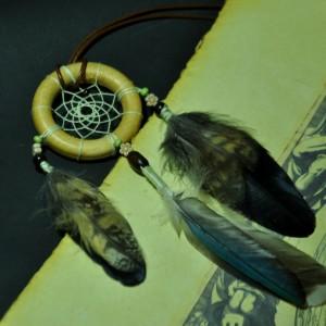 Фото Маленький ловец снов с перьями совы и дикой утки