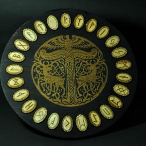 Фото Набор рун Старший Футарк Олени кельтские узоры