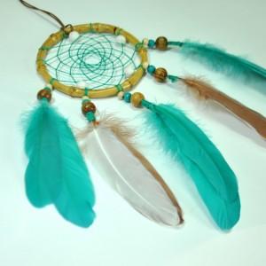 Фото Красивый ловец снов с бирюзовыми перьями