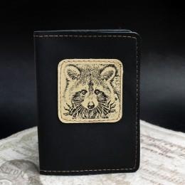 Фото Чёрная обложка на паспорт Енот
