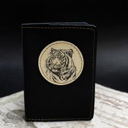 Фото Чёрная обложка на паспорт Тигр