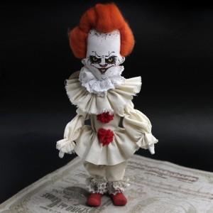 Фото Клоун Пеннивайз кукла ручной работы