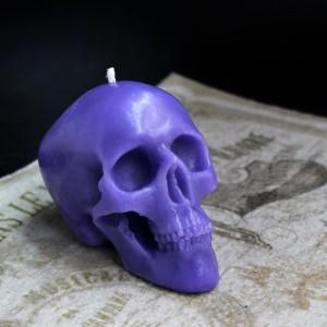 Фото Свеча Фиолетовый череп