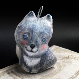 Фото Ёлочная игрушка Голубоглазый волчонок