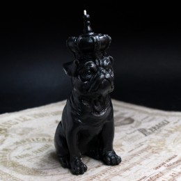 Фото Свеча Мопс с короной (чёрный)