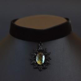 Фото Чёрная бархатка с винтажной подвеской