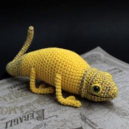 Фото Жёлтый хамелеон игрушка ручной работы