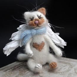 Фото Игрушка вязаная кот Купидон