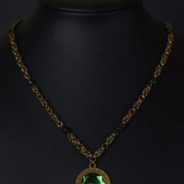 Фото Зелёный медальон с плетёной цепочкой