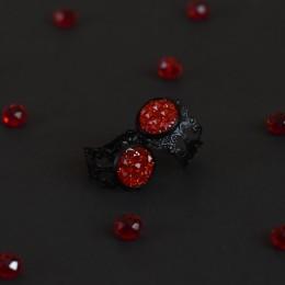 Фото Кольцо винтажное чёрное с красной вставкой Друза
