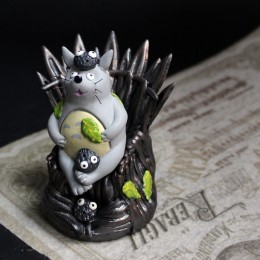 Фото Фигурка Тоторо на Железном троне