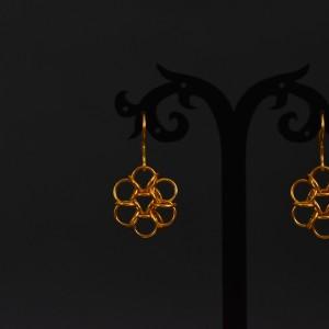 Фото Серьги под золото ручной работы в виде цветков