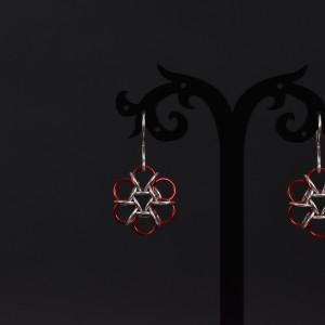 Фото серьги плетёные красно-серебристые округлые