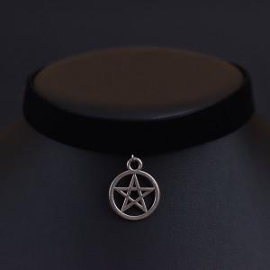 Фото Бархатка-чокер чёрная с подвеской пентаграмма 25x20мм