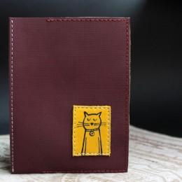 Фото Обложка на паспорт бордовая Котик натуральная кожа