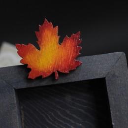 Фото Брошка Кленовый листочек
