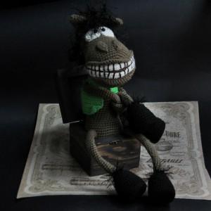 фото Вязаный конь Торч