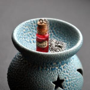 Фото Кулон-бутылочка Кровь дракона