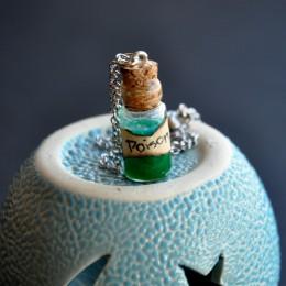 Фото Кулон-бутылочка Яд