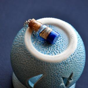 Фото Кулон-бутылочка Ангельская благодать