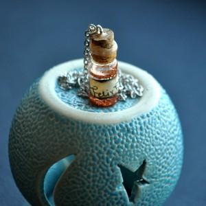 Фото Кулон-бутылочка Зелье удачи