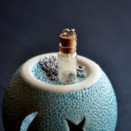 Фото Кулон-бутылочка с одуванчиком