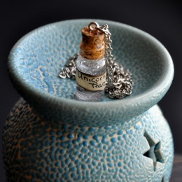 Фото Кулон-бутылочка Слёзы единорога