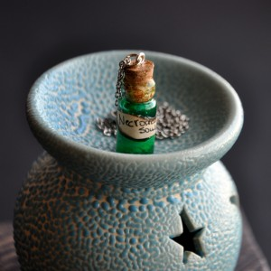 Фото Кулон-бутылочка Душа некроманта