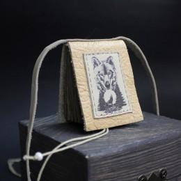 Фото Кулон-книга Волк в лесу