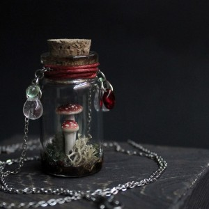 Фото Кулон в бутылочке Мухоморы