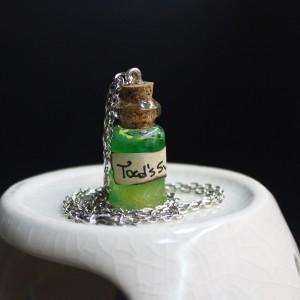 Фото Кулон-бутылочка Жабий пот