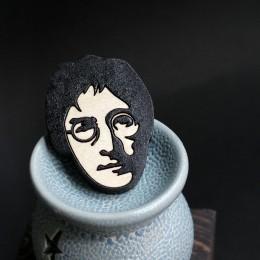Фото Джон Леннон брошка