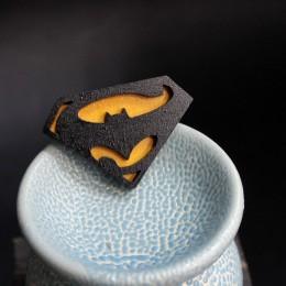 Брошь Бэтмен против Супермена фото