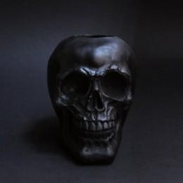 Фото Чёрный череп подсвечник