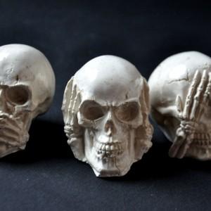 фото Трио черепа: Не вижу, Не слышу, Ничего не скажу