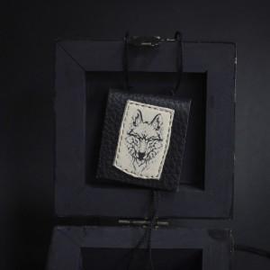 Фото Чёрный кулон с волком в виде книги