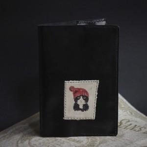 Фото Обложка на паспорт Кот в красной шапке