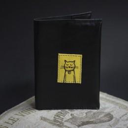 Фото Чёрная обложка для паспорта Котик