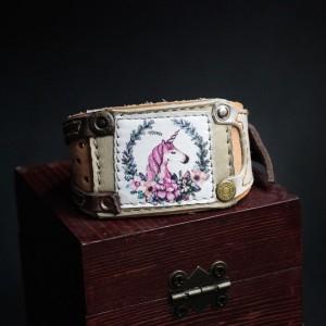 Фото Браслет с розовым единорогом
