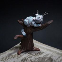Фото Чеширский кот на дереве фигурка