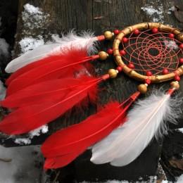 Фото Ловец снов с красно-розовыми перьями