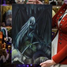 Фото Девушка демон с крыльями на черепе картина масло