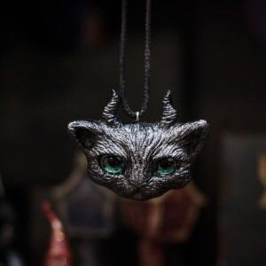 Фото Кулон рогатый кот тёмно-серый